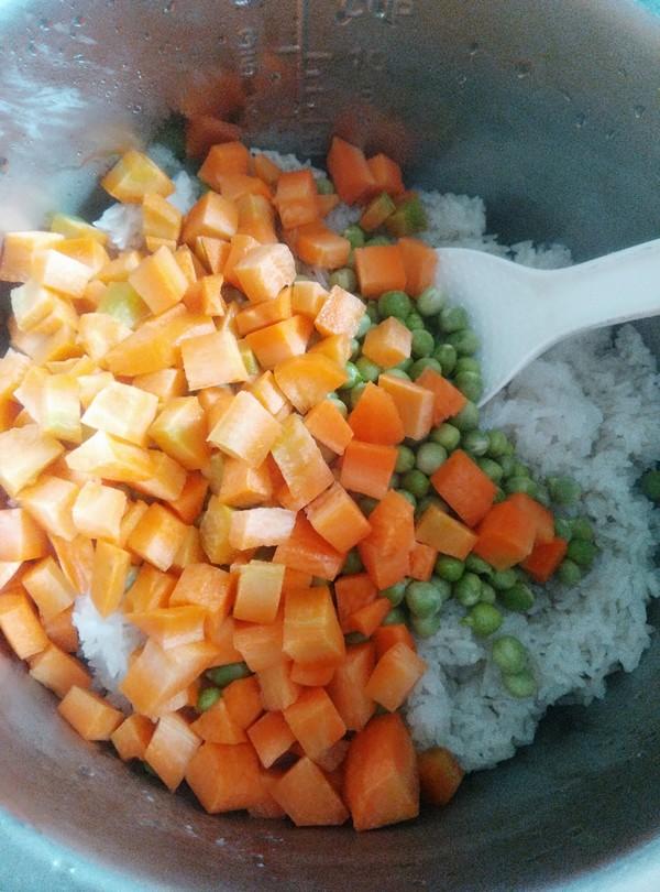 胡萝卜豌豆糯米饭的简单做法