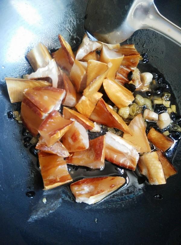 腊鱼腩蒸芋头怎么炒