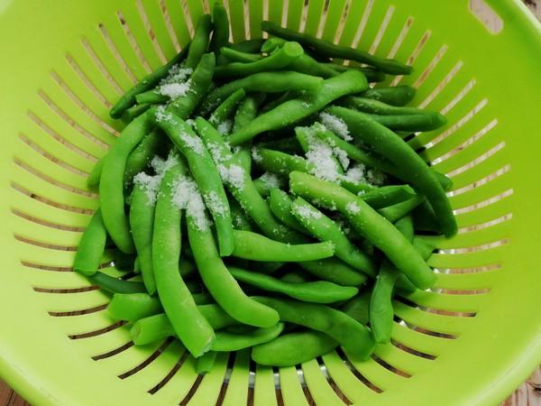 腊肉炒酸四季豆的家常做法