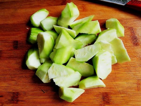 丝瓜炒油豆腐的家常做法