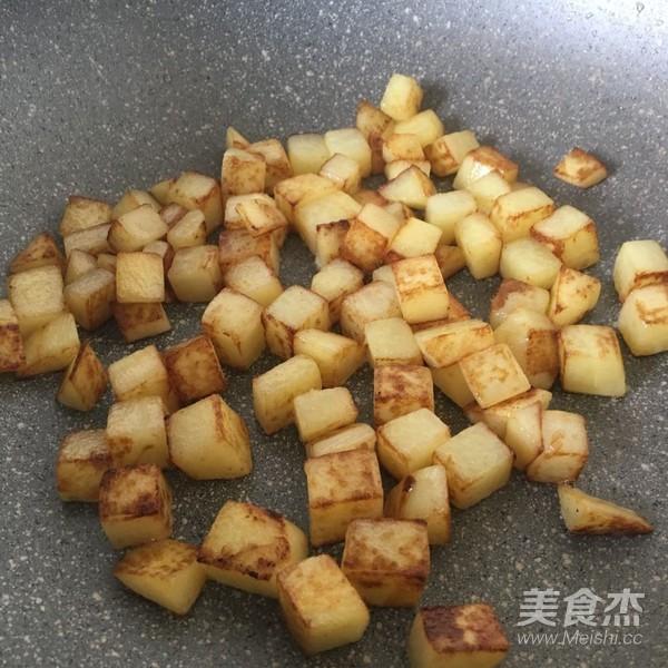 土豆五花肉焖饭怎么做