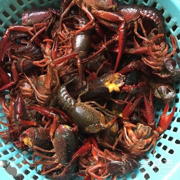 干锅小龙虾怎么吃