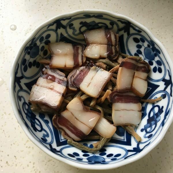 豇豆蒸腊肉的步骤
