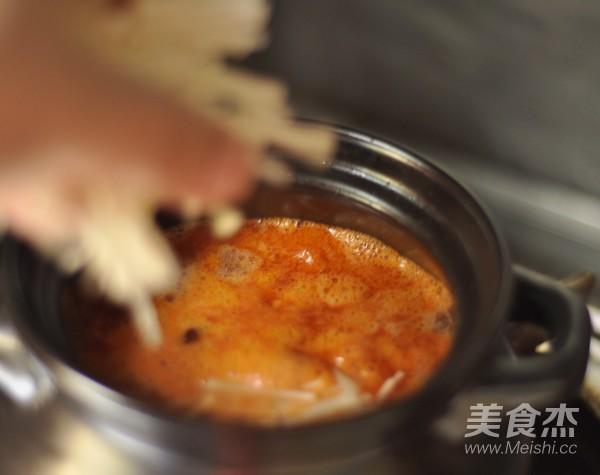 番茄金针菇菌汤怎么煸