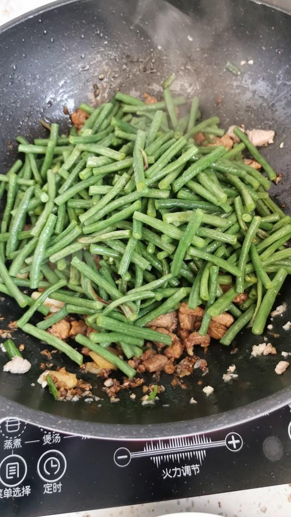 豇豆炒肉丁的简单做法