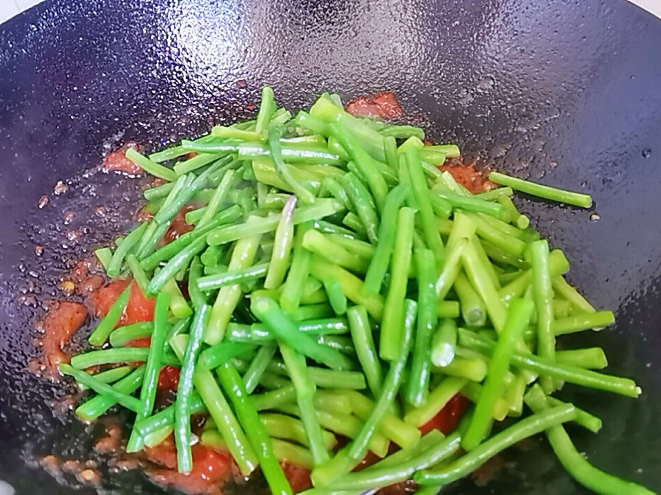 我是半滴雨#来自内蒙古#,参赛作品为豇豆角小炒肉,3元1大把的豇豆,怎么做吃不够怎么吃