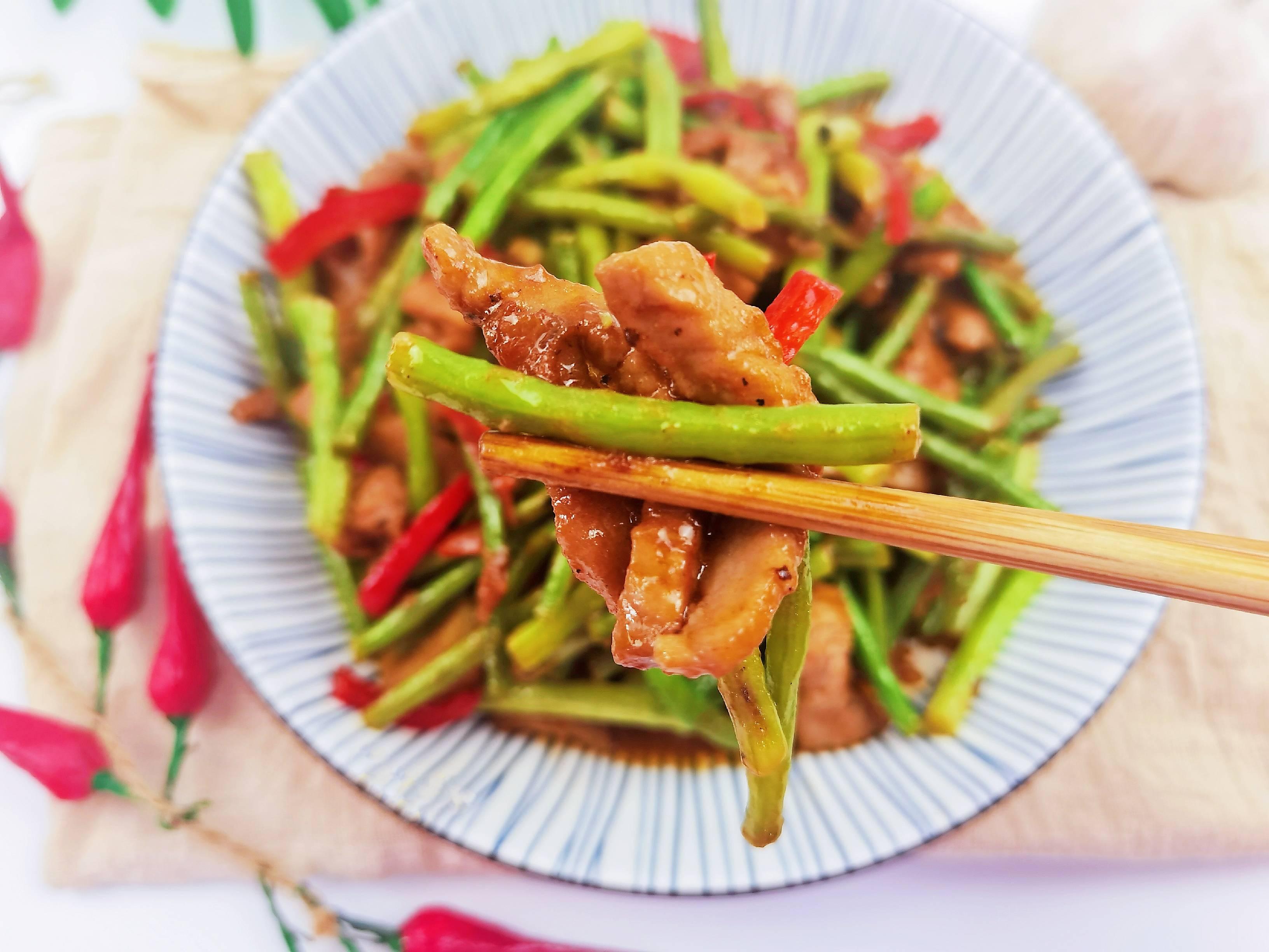 我是半滴雨#来自内蒙古#,参赛作品为豇豆角小炒肉,3元1大把的豇豆,怎么做吃不够怎么煮