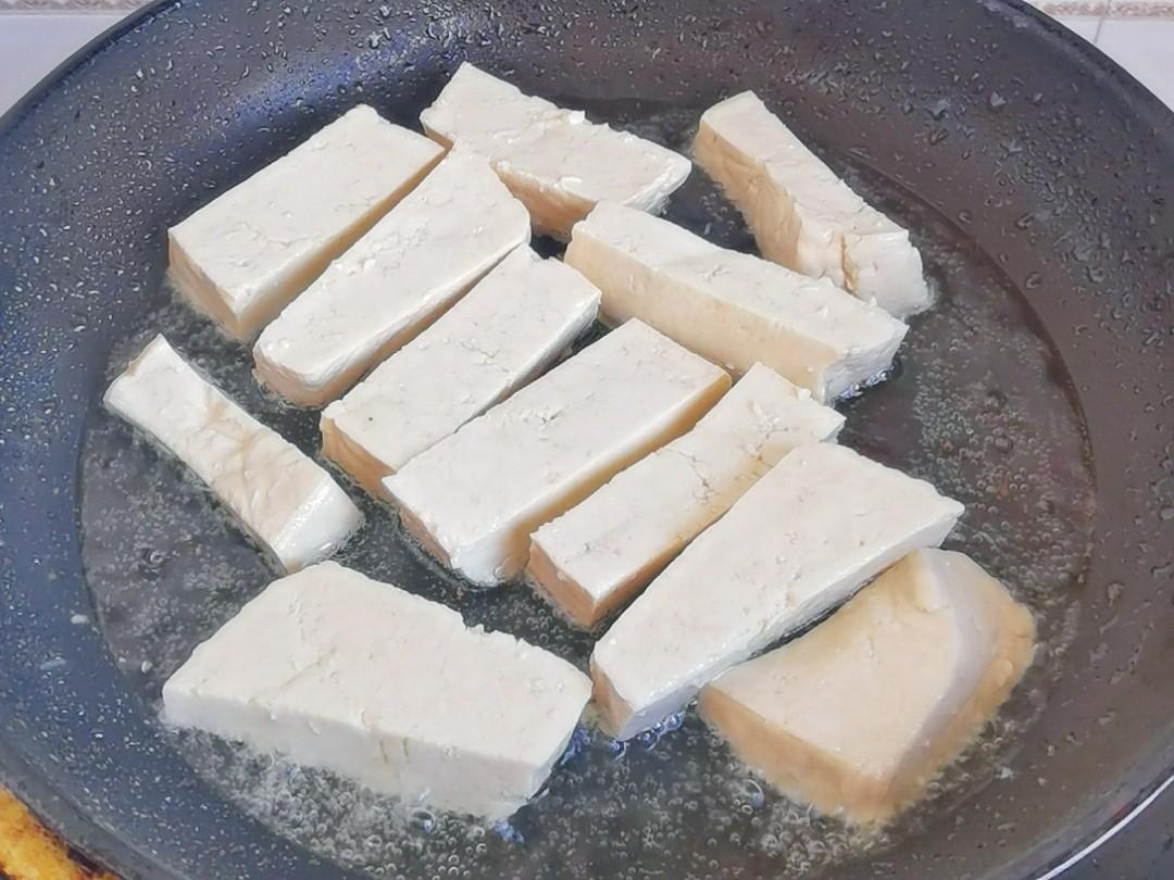简单粗暴下饭菜-小白菜炒豆腐,白菜豆腐保平安的家常做法