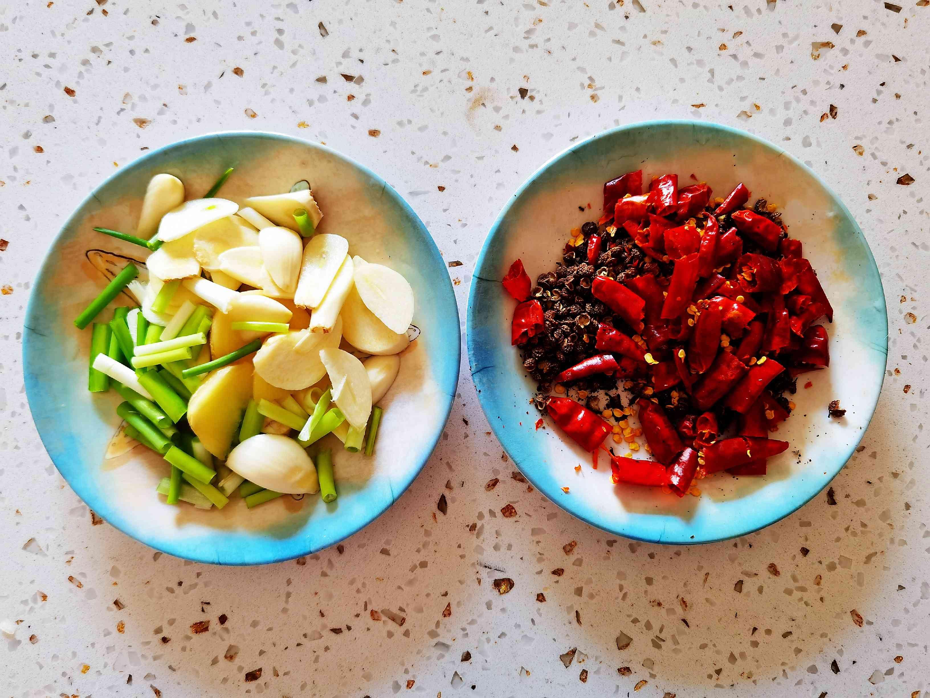 3斤虾尾炒1大盘,麻辣鲜香下酒又下饭的家常做法