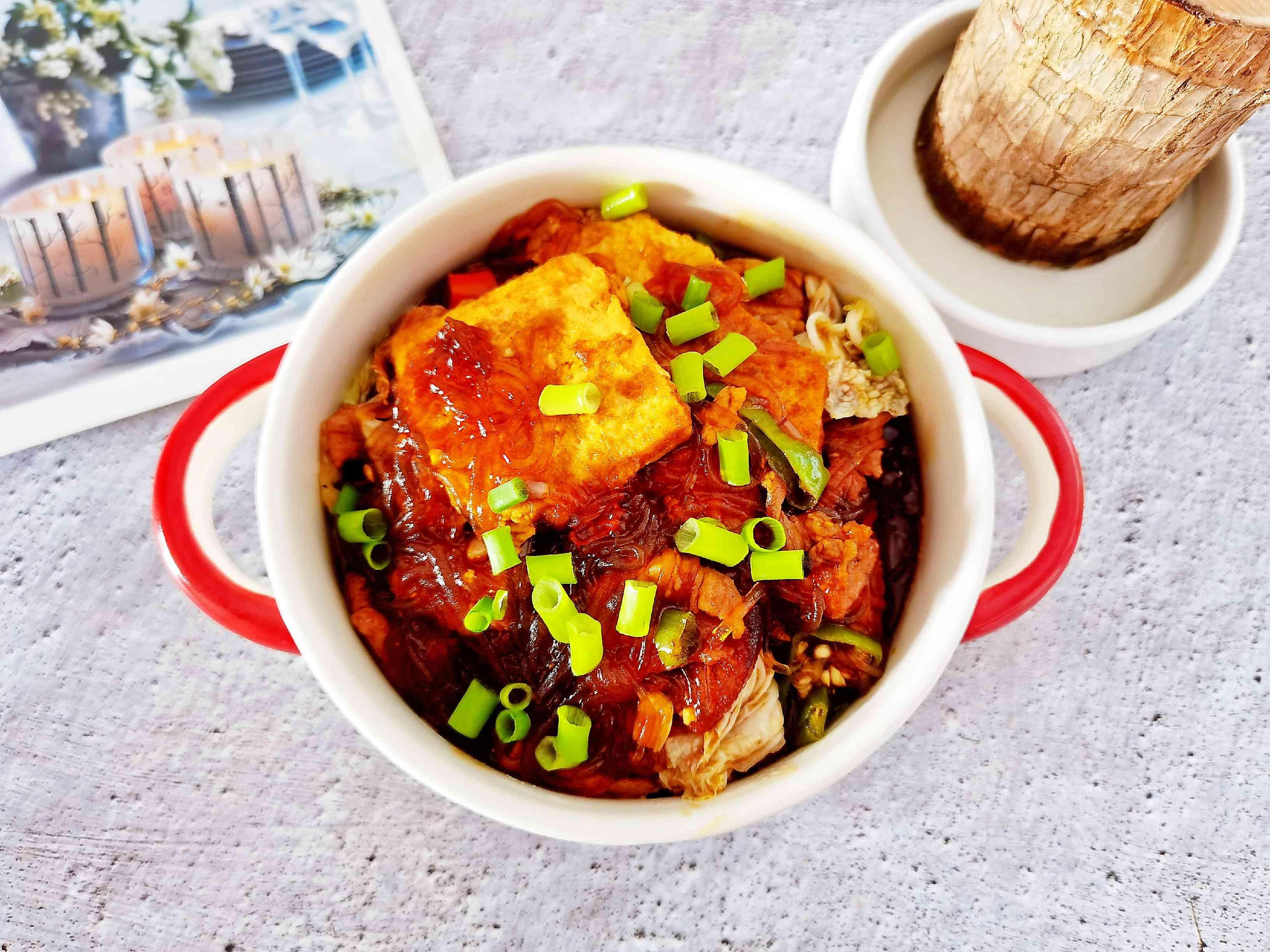 冬日暖胃家常菜-豆腐粉丝煲,荤素搭配,经济实惠又美味成品图