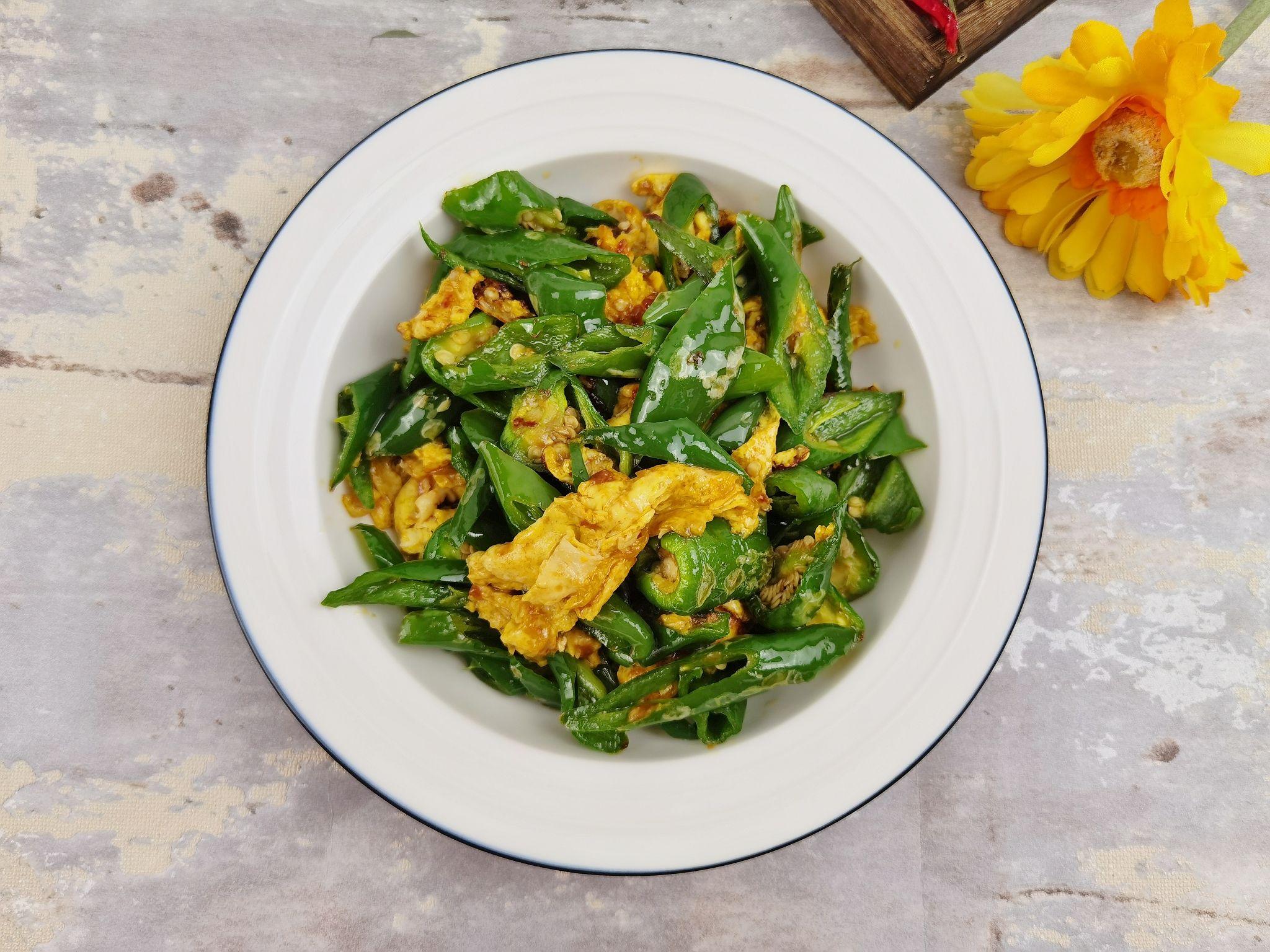 连盐都不用放的青椒炒蛋,炒1盘米饭吃2碗,就是这么简单又下饭成品图