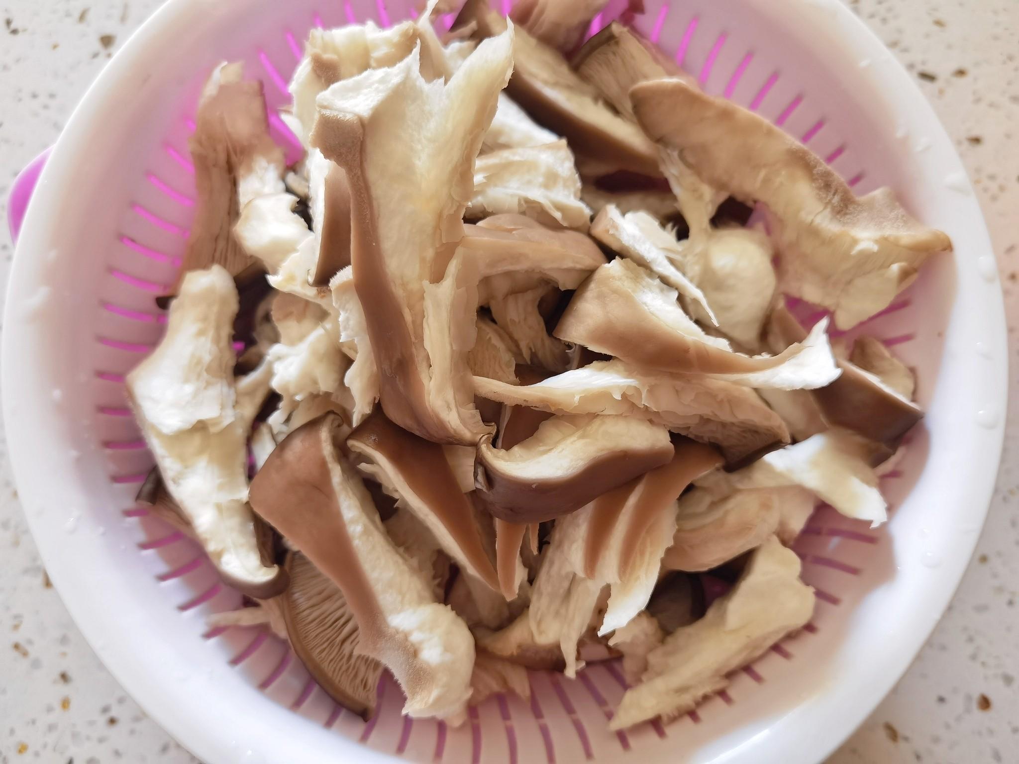 蘑菇新吃法-滑嫩鲜香辣炒孜然蘑菇,我竟然吃出了烤肉味的做法大全