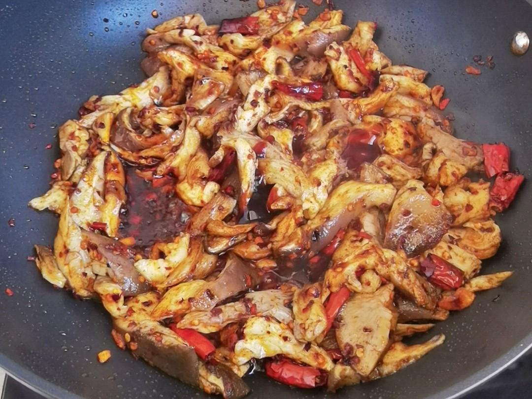 蘑菇新吃法-滑嫩鲜香辣炒孜然蘑菇,我竟然吃出了烤肉味怎么做