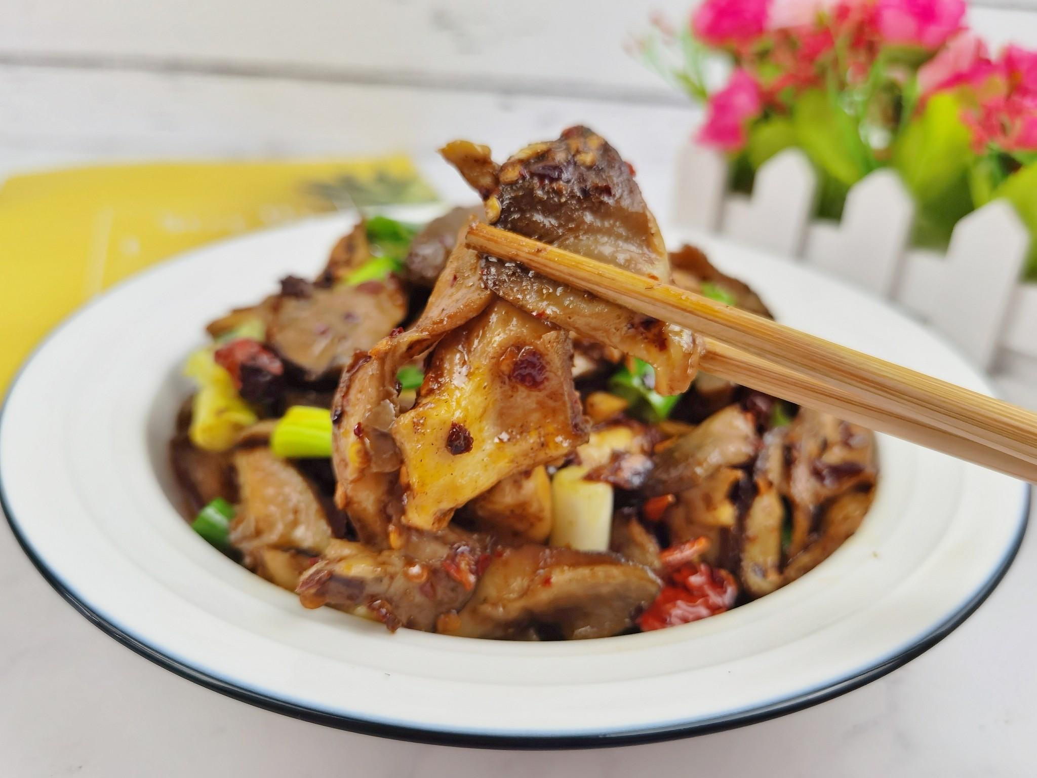 蘑菇新吃法-滑嫩鲜香辣炒孜然蘑菇,我竟然吃出了烤肉味怎么炖