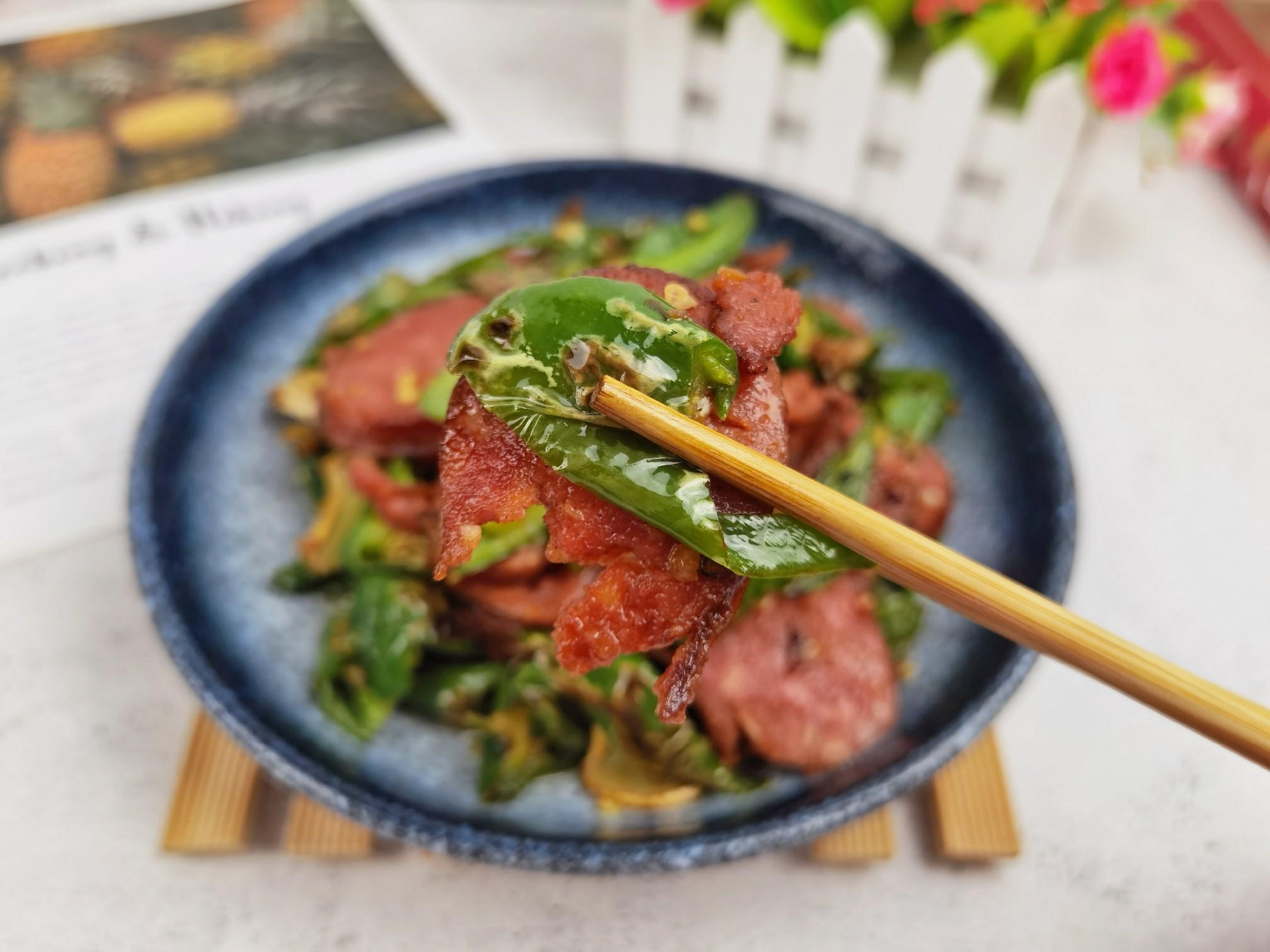 10分钟速成下饭菜-香肠炒辣椒,炒1盘下两三碗米饭怎么炖