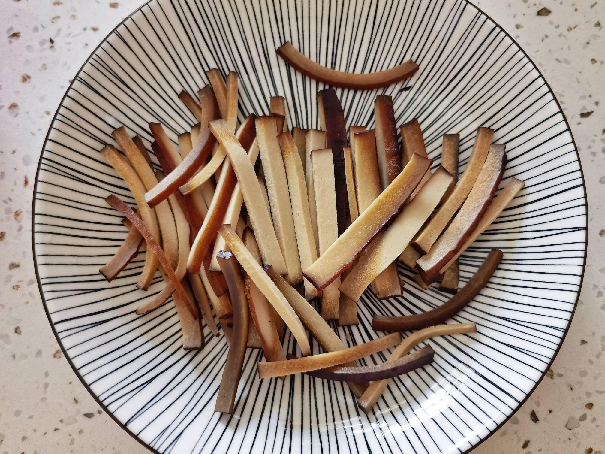 蒜苔和豆干这样炒,就算没有肉,也依然很下饭的做法图解
