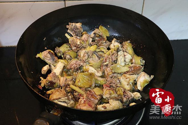 土豆炖鸡肉的家常做法