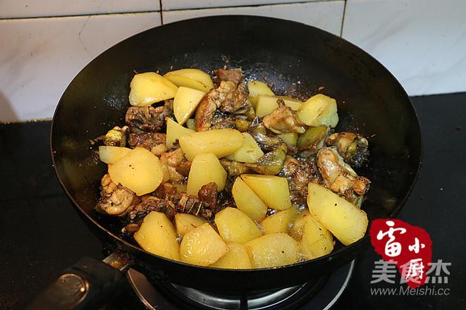土豆炖鸡肉的简单做法