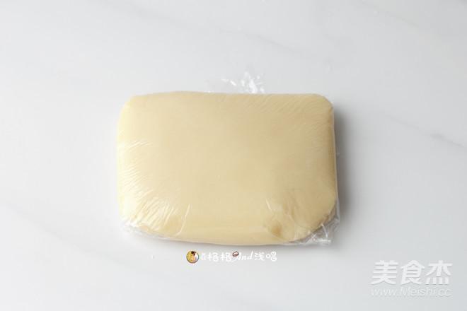广式莲蓉蛋黄月饼怎么吃