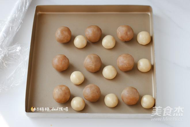 广式莲蓉蛋黄月饼怎么煸