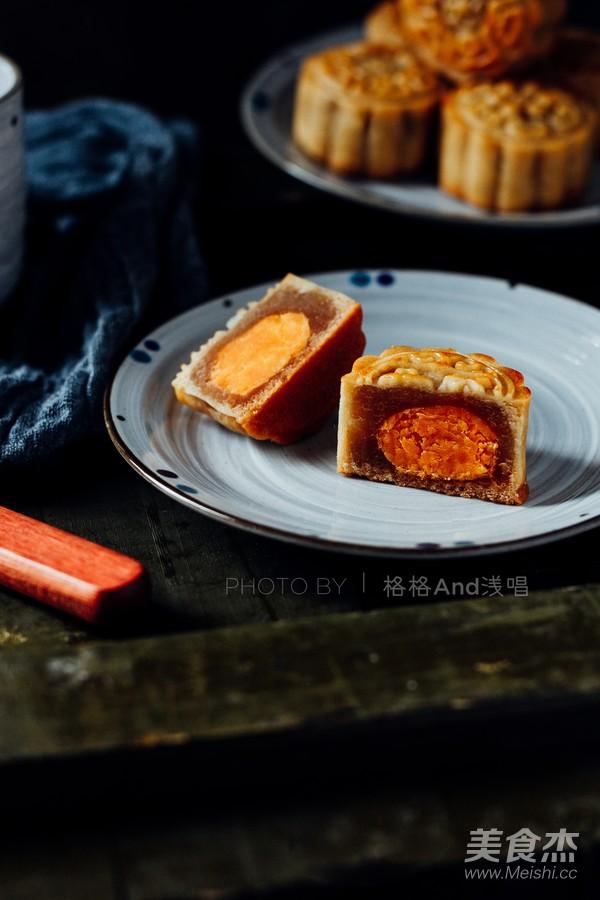 广式莲蓉蛋黄月饼的制作