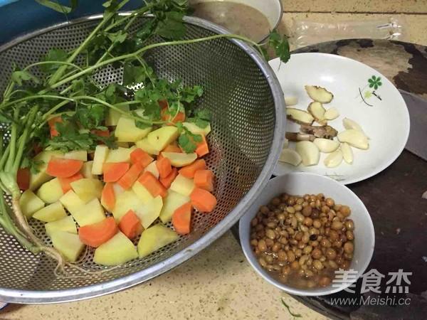 黄豆鲶鱼煲的步骤