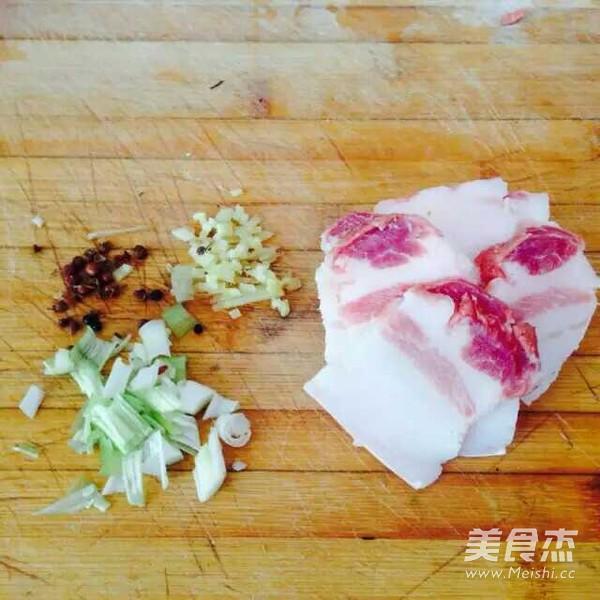 五花肉干煸菜花的家常做法