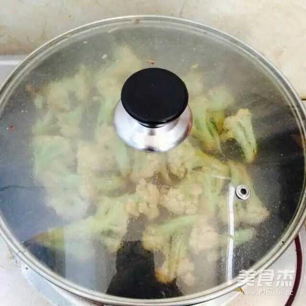 五花肉干煸菜花怎么煮