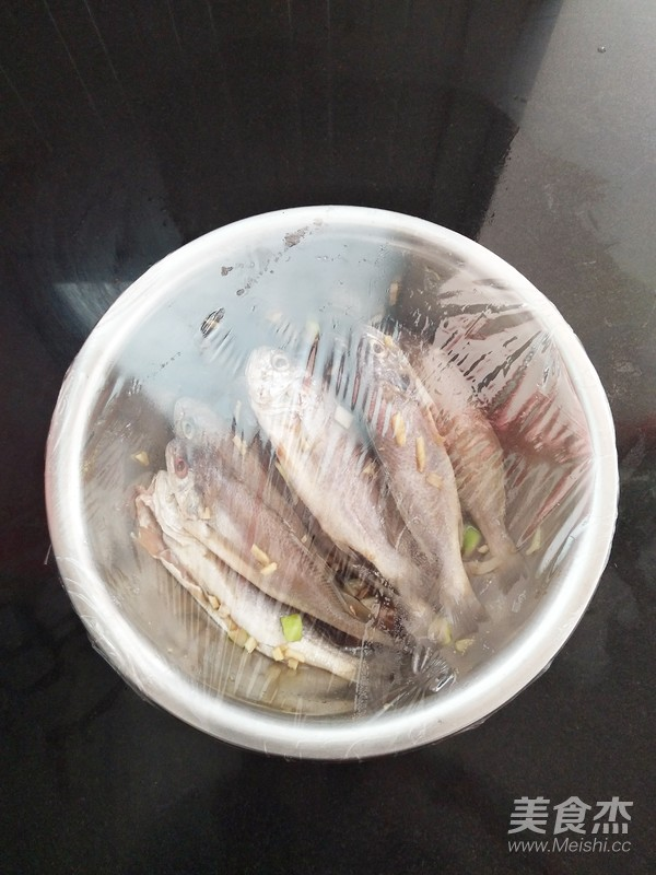 香酥黄花鱼怎么吃
