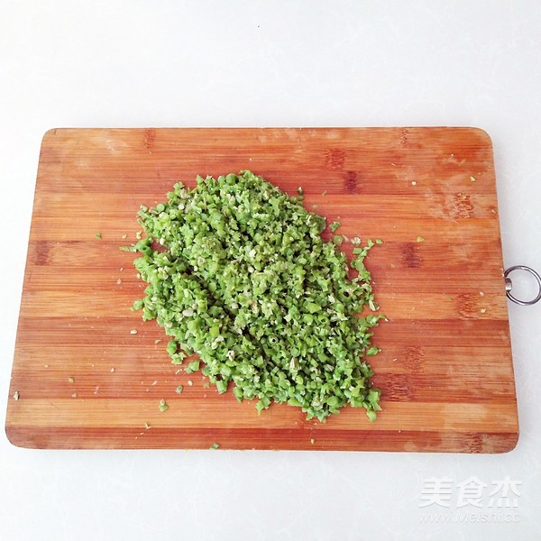鲜肉豆角锅贴的家常做法