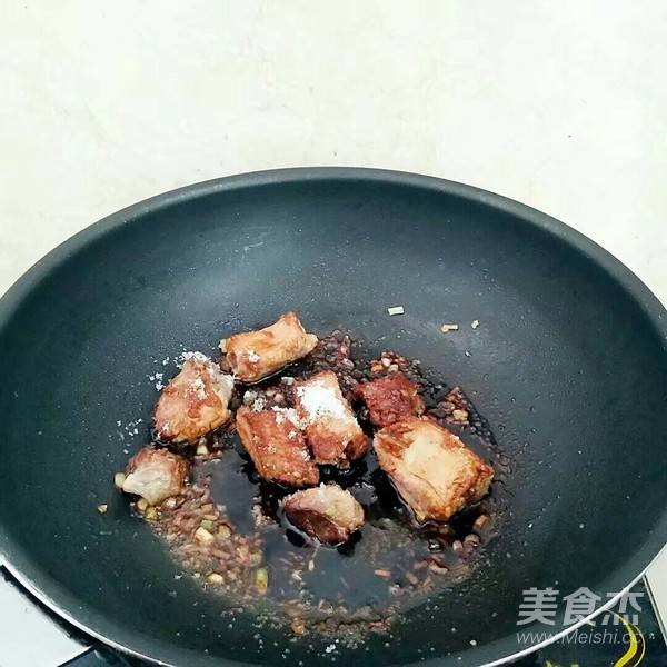 豆角排骨焖饭怎么吃