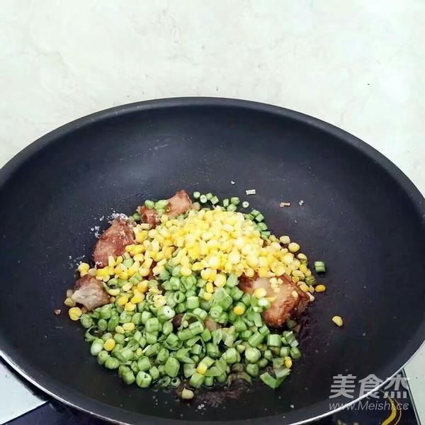 豆角排骨焖饭怎么做