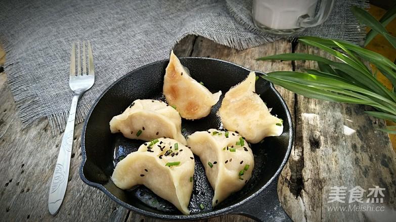 白菜肉煎饺成品图