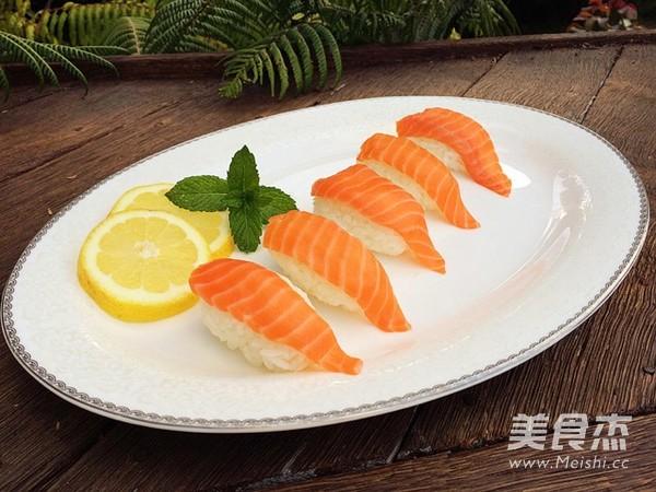 简易版三文鱼寿司怎么吃
