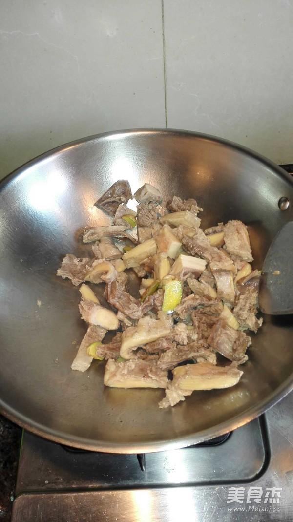 咖喱牛腩焖薯仔的简单做法
