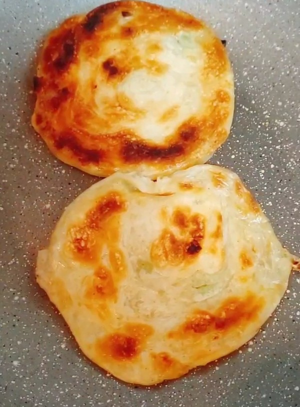饺子皮版~葱油饼怎样煸