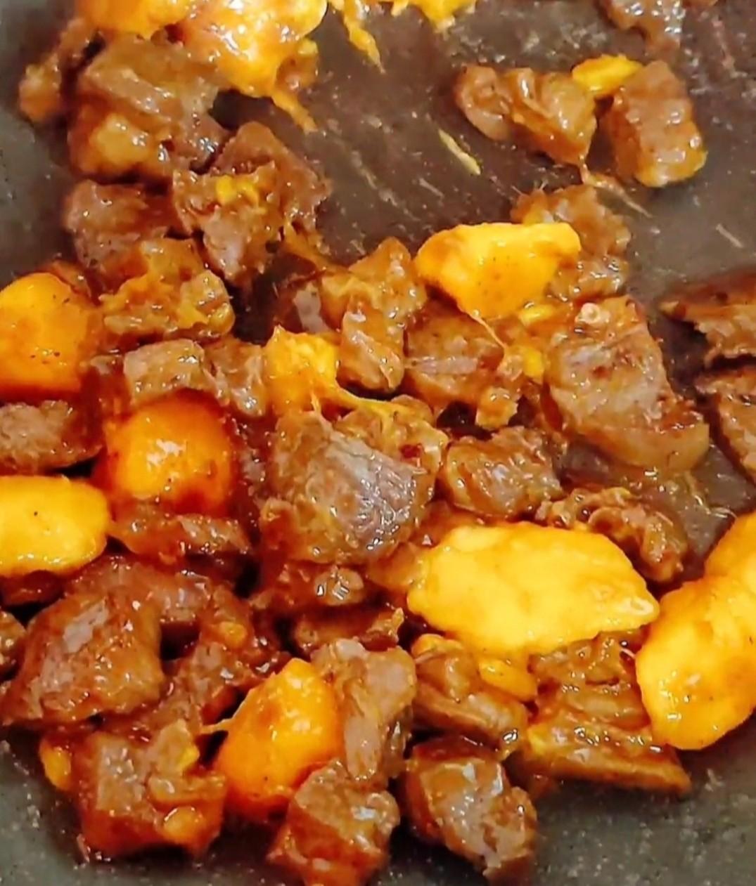 芒果牛肉粒怎样煸