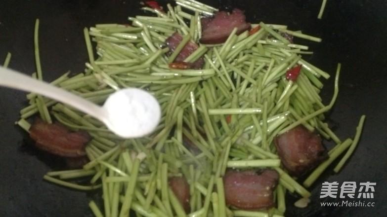 饭扫光—藜蒿炒腊肉怎么炒