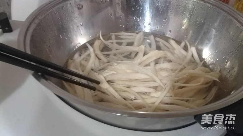 温拌杏胞菇丝的步骤