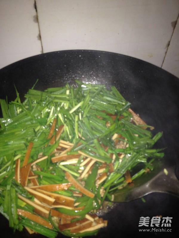 韭菜肉沫炒香干怎么做