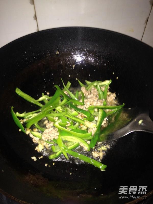 韭菜肉沫炒香干的简单做法