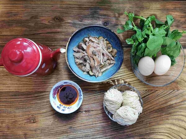 每一口都是幸福味道的快手早餐——荷包蛋鸡丝虾籽面的做法大全