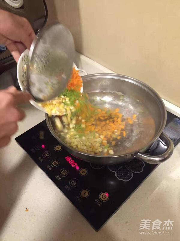盛夏菠萝炒饭的家常做法