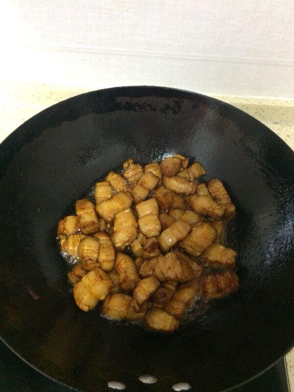 红烧五花肉芋头的家常做法