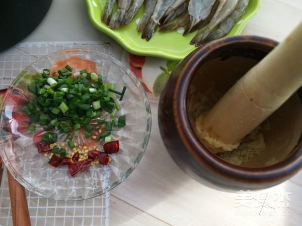砂锅蒜蓉烤虾的做法图解