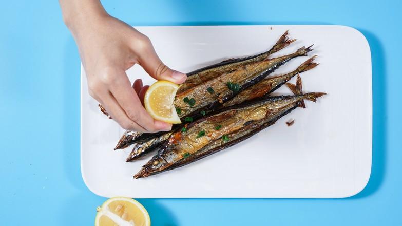 烤秋刀鱼怎么吃