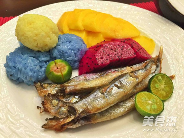 泰式五彩芒果饭+日式盐烤多春鱼成品图