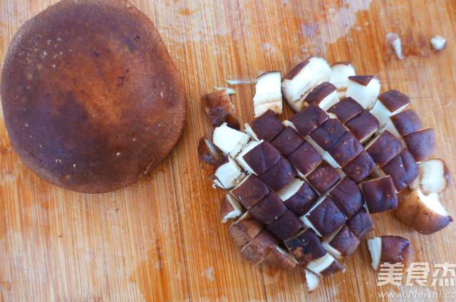 肉丁香菇蒜薹的简单做法