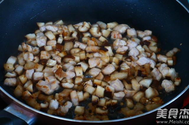 肉丁香菇蒜薹怎么炒