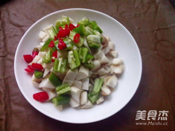 火腿肠玉米菇丁的家常做法